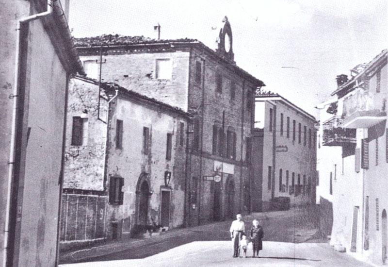 Rosora, un balcone sulla valle dell'Esino